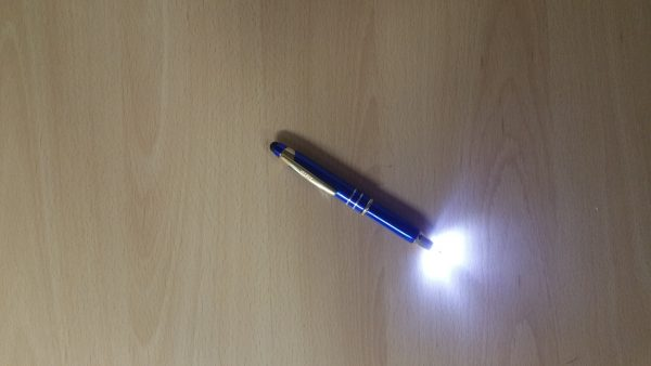 Genuine AdlerBallpoint pen (Black ink)Stylus (perfect for touchscreen devices such as smartphones & tablets)Place cap on top of the barrel and push down to activate pen tip lightBlue cap with gold clip and chrome ringsBlue barrel with gold ring and tip endManufactured from Aluminium materialDispatched safely in a brand new jiffy bagFREE gift box included